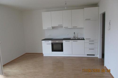 ERSTBEZUG! Helle 2,5 Zimmer Wohnung mit Balkon und Carport in zentraler Lage