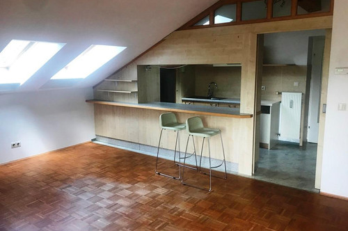 Gepflegte 2 Zimmer Wohnung mit Balkon in zentraler Lage