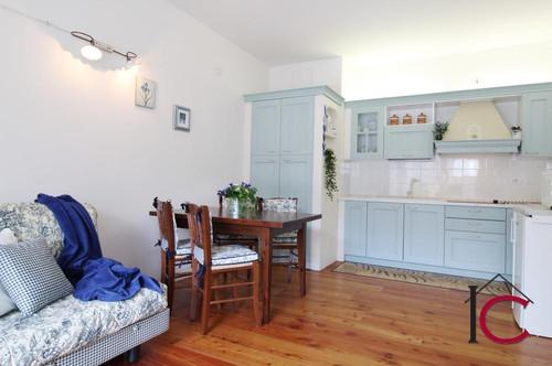 Reizende, neuwertige Kleinwohnung mit zwei Balkonen in guter Lage