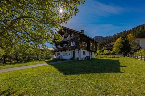 Wohnen am Hahnenkamm - Grundstück mit Altbestand - Horn- und Kaiserblick