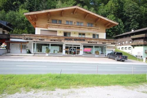 5753 Saalbach : Geschäftslokal in sehr frequentierter Lage von Saalbach , Lieferanteneingang, Lift 100m² Lager, Büro, Personalraum, 160m² Verkaufsfläche