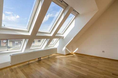 ++VIDEOBESICHTIGUNG++ Großartiger 4-Zimmer DG-Erstbezug mit 30m² Dachterrasse, tolle LAGE in 1080!