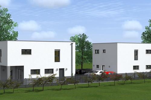 Zwei Einfamilienhäuser in Massivbauweise auf ca. 900m² Baugrund in Wr. Neustadt