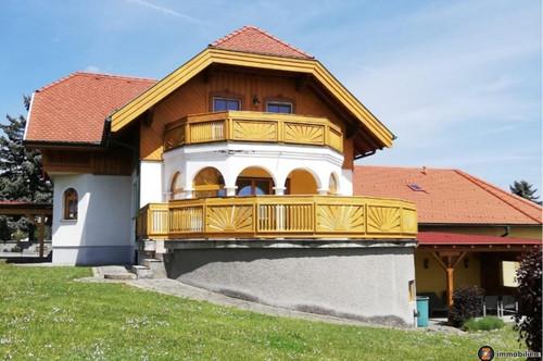 Einfamilienhaus mit Gewerberäumlichkeiten