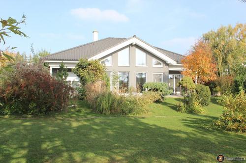 Moosbrunn: Traumhaftes Einfamilienhaus in ruhiger Aussichtslage