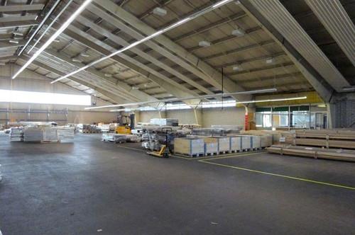 1. Monat mietfrei - Mehrzweckhalle in einem Grazer Büro- & Logistikcenter - 2.013 m² groß, zentral gelegen