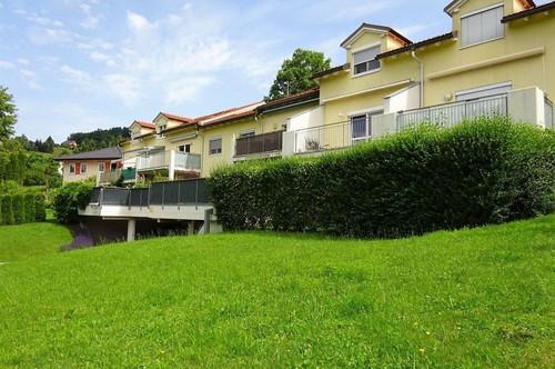 Wunderschöne 3-Zimmer-Wohnung mit rund 140 m² Eigengarten in absoluter Grünruhelage