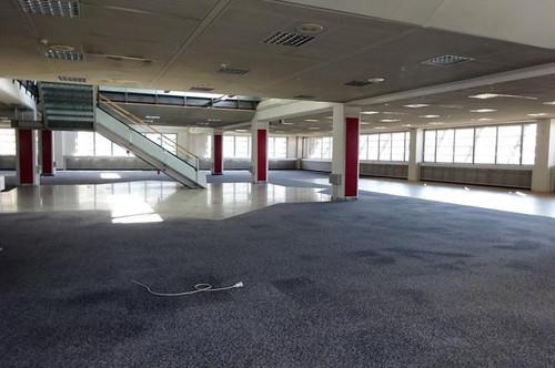 1. Monat mietfrei - Modernes, sehr helles Büro in zwei aufgeteilten Etagen sowie eine Dachterrasse mit wunderschönem Blick