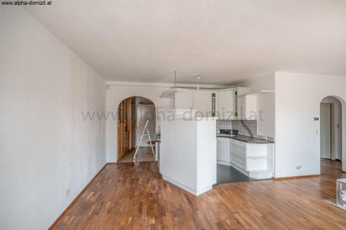 2 Zimmer mit Loggia, Lift und Tiefgaragenplatz