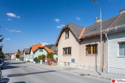 Leistbares Einfamilienhaus mit Garage und herrlichem Garten in Hainburg a.d Donau