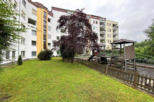 Ruhige, schöne und sehr gepflegte Wohnung - in Grünlage nur 300m zur Straßenbahnhaltestelle