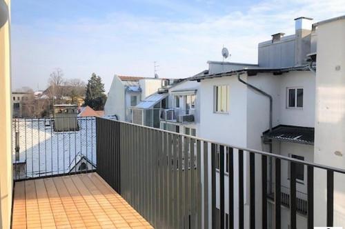 Helle und gut aufgeteilte - 3 Zimmer Altbau - Erstbezug - mit Balkon!