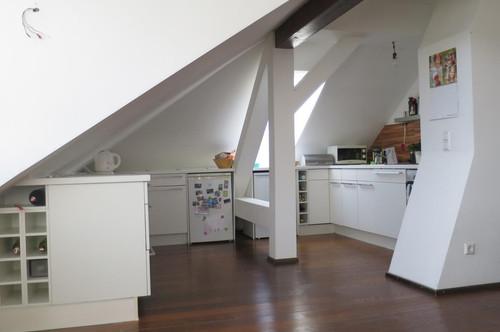 UNBEFRISTET VERMIETET: Dachwohnung in zentraler Lage!