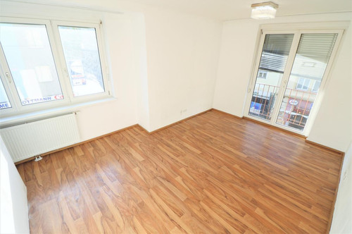 ZENTRAL: 3 Zimmer Wohnung mit Potenzial