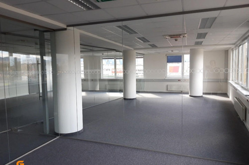 Nähe Salzburg Airport - verkehrsgünstiges, neuwertiges Büro zu vermieten