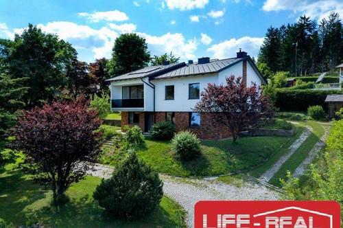 exklusives Einfamilienhaus mit traumhaftem Panoramablick und großem Garten, Garagen