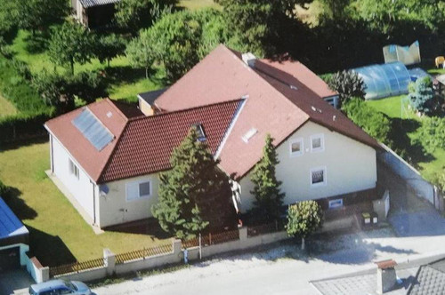 Zweifamilienhaus mit sonnigem Garten