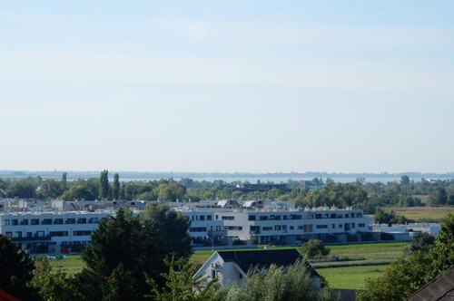 Top sanierte Dachgeschoss-Wohnung mit Klimaanlage im Zentrum von Neusiedl