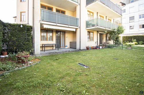 Gepflegte 2,5 Zimmer Gartenwohnung mit Garagenplatz