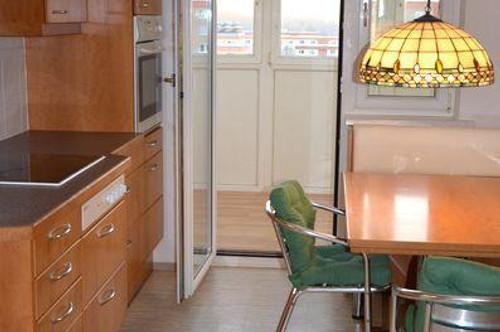 Top-Familien- bzw. Studentenwohnung Nähe LKH bzw. MedUni-Campus! Sonnige, optimal geschnittene 3-Zimmer-Wohnung mit Loggia und schöner Weitsicht.