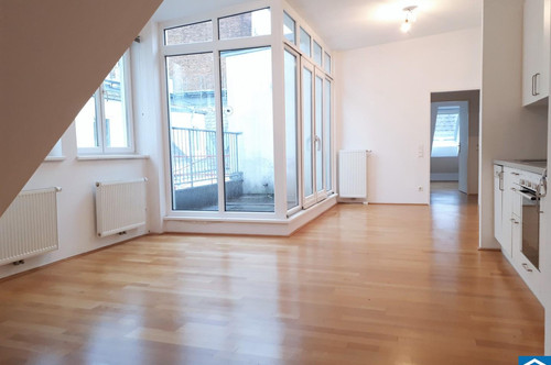 2 Zimmer Altbauwohnung mit Terrasse nahe der Mariahilfer Straße