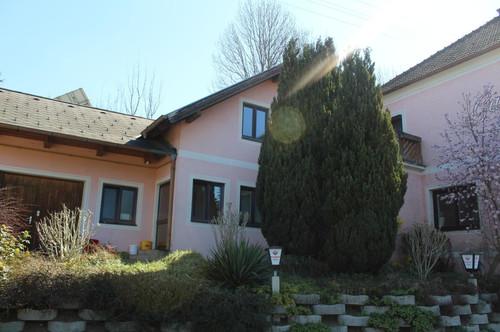 8230: Sonniges Wohnhaus im Bezirk Hartberg!
