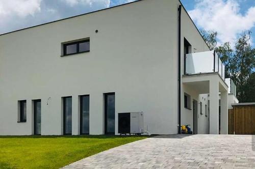 8230: ERSTBEZUG - Neue Haushälfte mit Fernsicht