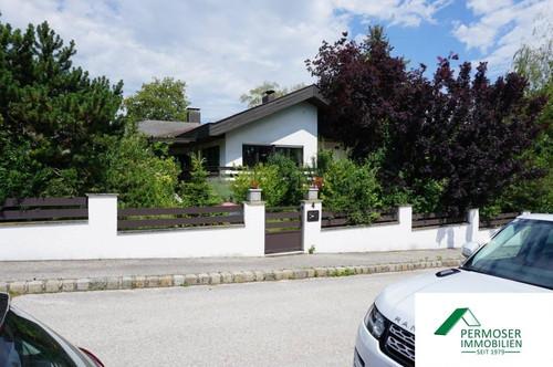 Bungalow mit Vollkeller, Garage und wunderschönem Naturgarten