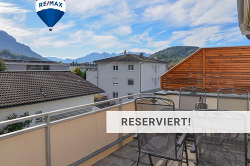 Neuwertige Dachgeschosswohnung in ruhiger Lage mit Bergpanorama