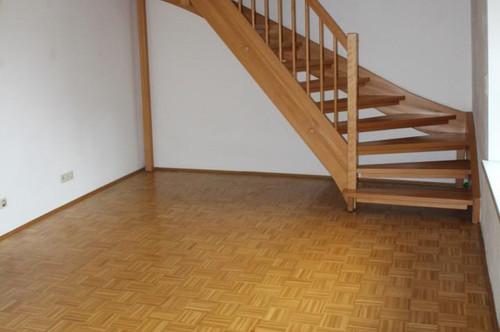 80 m² Maisonette mit stilvoller Holztreppe