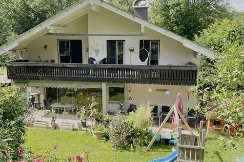 Velden, Wörthersee 300 m, 2 Fam.Wohnhaus + Einliegerw., in ruhiger Lage am Waldrand, Sackgasse