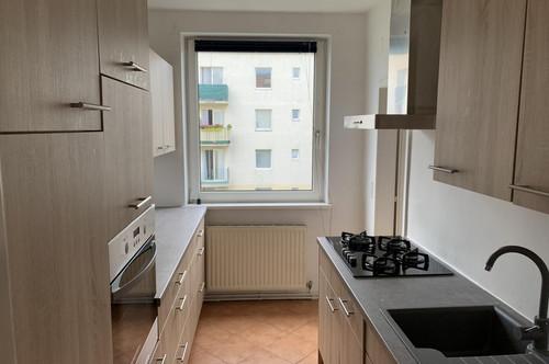 Balkonwohnung mit moderner Küche