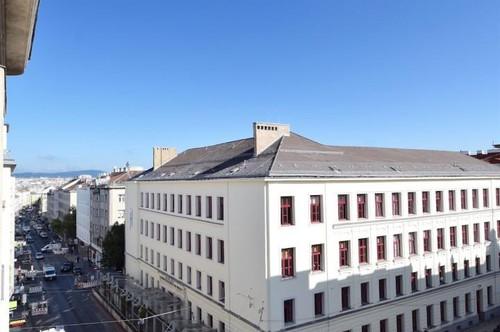 ERSTBEZUG - helle Altbauwohnung im hohen Liftstock!