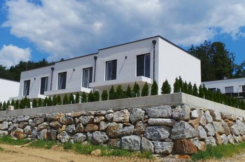 Maisonette mit Fernblick exklusiv, hochwertig ausgestattet Balkon,Terrasse,Eigengarten 2Carports