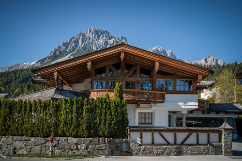 Traditionelles Chalet in sonniger Lage