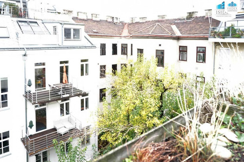 Top renovierte 6-Zimmer DG-Wohnung mit 40 m² Terrasse