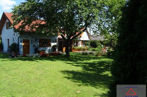 Sehr gepflegtes Einfamilienhaus mit großen Grund als Anlageobjekt. Der Verkäufer möchte ein Lebenslanges Wohnrecht.