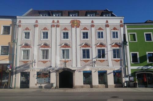 Zentral und doch ruhig gelegene 2-Zimmer-Wohnung mit neu möblierter Küche in Lambach