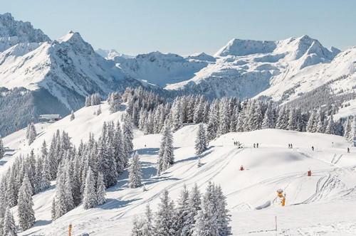 """Familienfreundliche 5-Zimmer Wohnung Saalbach """"Ski in – Ski out"""""""