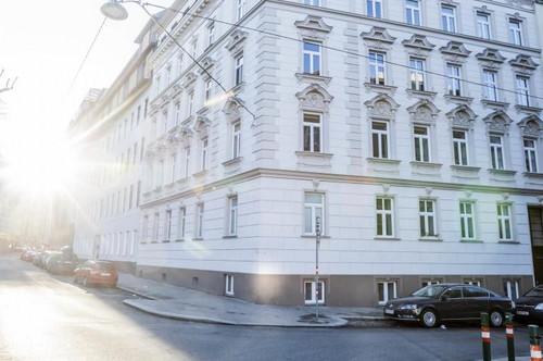 Exclusive! Sonnige DG-Wohnung mit 4 Zimmer und Terrasse