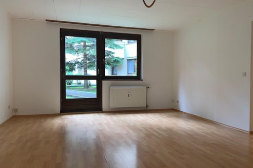 Renovierte 2 Zimmerwohnung mit direkter Gartennutzung, Küche, Abstellraum, Bad, WC