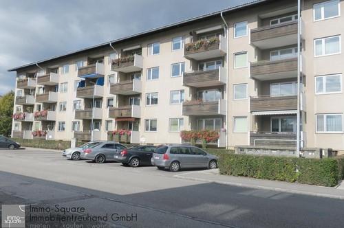 Sanierte 3-Zimmer-Wohnung im Zentrum mit Loggia