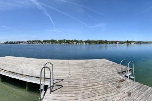 Neufelder See, mit Seezugang in 2 Minuten zu Fuß im Wasser