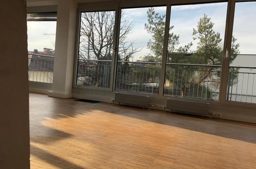 MIETDAUER FLEXIBEL WÄHLBAR! Stylisches Büro mit großer Dachterrasse und modernster IT Ausstattung in Toplage – provisionsfrei!
