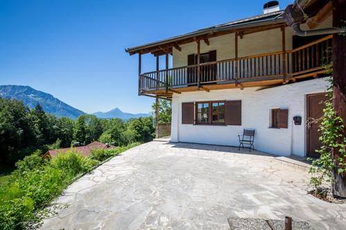 Beeindruckende Villa in ländlicher Lage mit Bergblick!